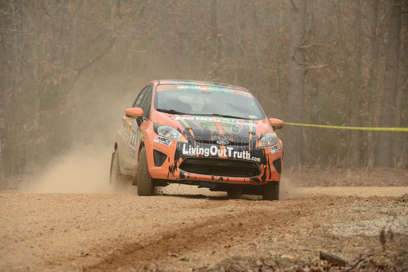 召集美国, J.驾驶他的福特的米勒在100英亩木头,萨利姆密苏里美国2014年2月22日 驾驶他的福特的米勒 库存照片