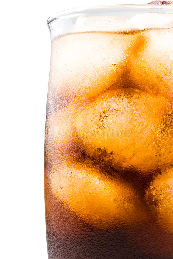 可乐冷泡沫腾涌的冰 图库摄影