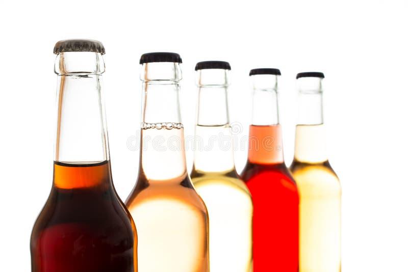 可乐和五颜六色的柠檬水在玻璃瓶 图库摄影
