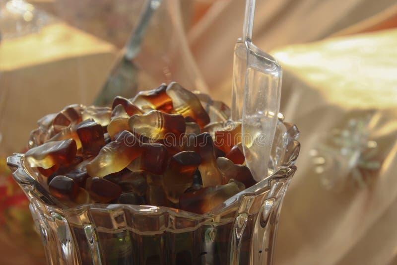 可乐瓶胶粘的糖果 免版税库存图片