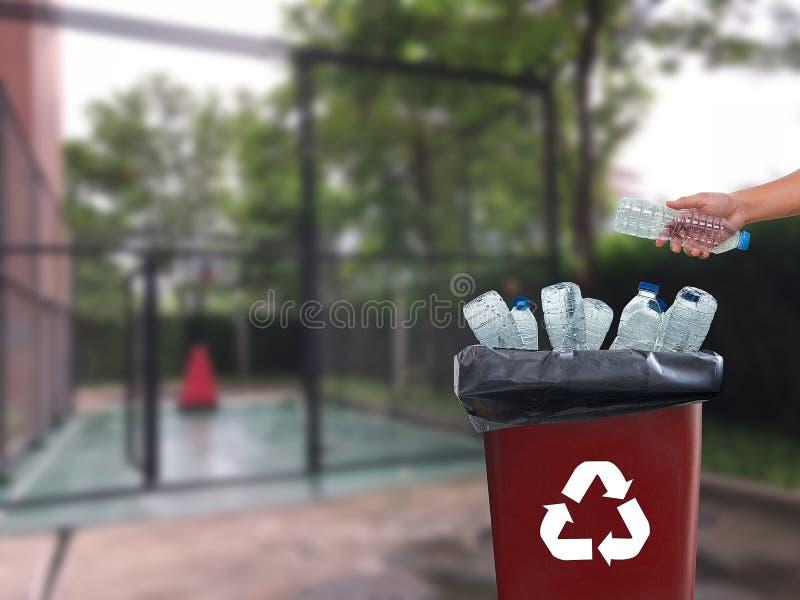 可再循环的垃圾包括的玻璃储款塑料塑料Envi 库存照片