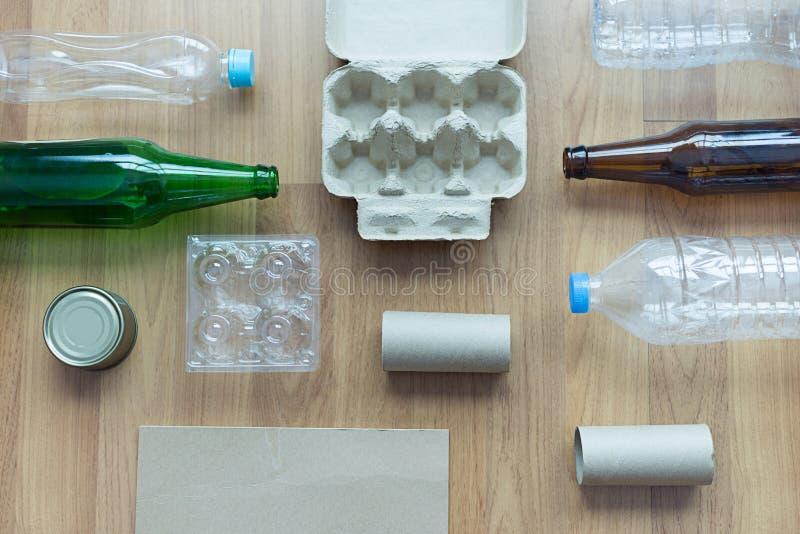 可再循环的垃圾包括的玻璃储款塑料塑料Env 图库摄影
