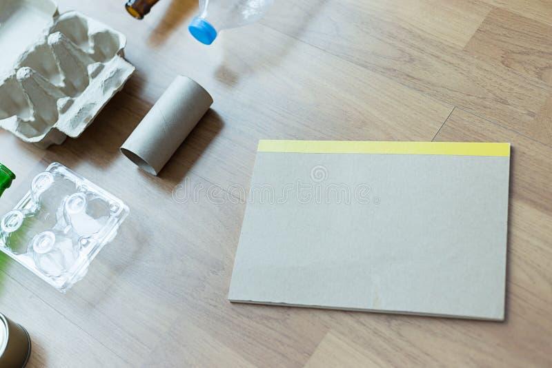 可再循环的垃圾包括的玻璃储款塑料塑料Env 免版税库存照片