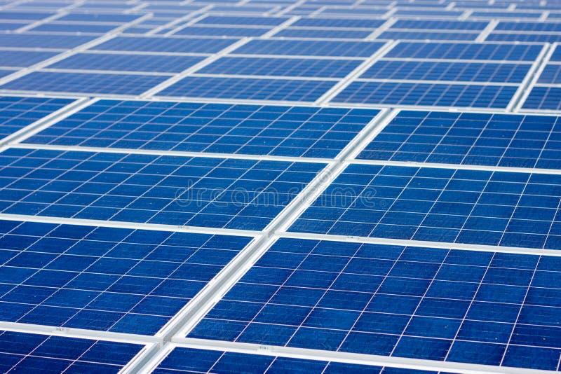 可再造能源太阳电池板不尽的背景 免版税库存照片