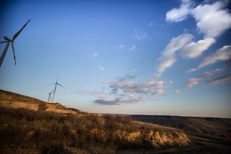 可再造能源风力风车涡轮 免版税库存图片