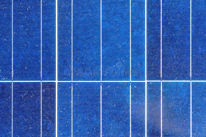 可再造能源,太阳电池板蓝色背景  免版税库存照片