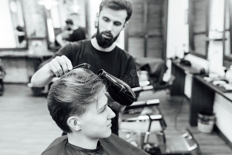 可及时髦理发的人理发店 库存图片