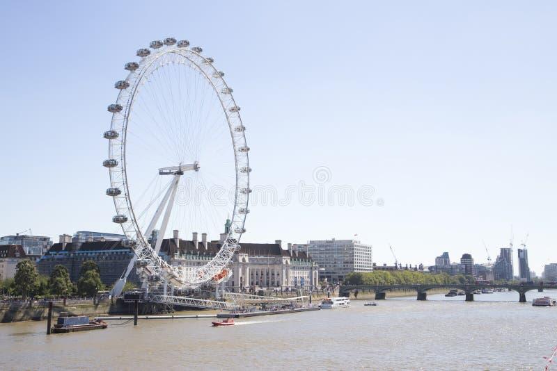 可口可乐与威斯敏斯特桥梁的伦敦眼睛 免版税库存照片