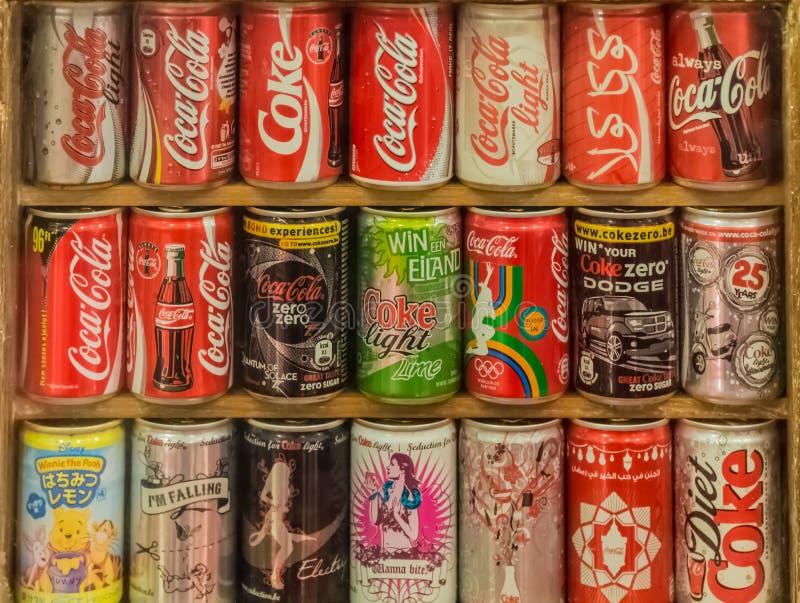 可口可乐罐头的汇集在许多的国际编辑 免版税库存照片