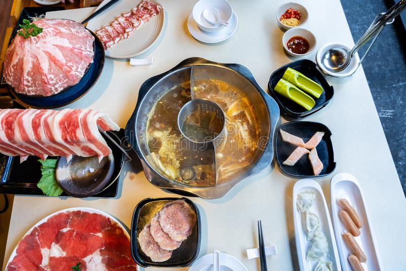 可口台湾hotpot用牛肉、肉和海鲜 免版税库存图片