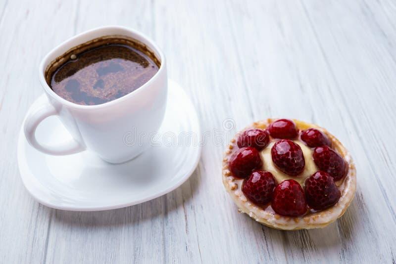 可口季节性复盆子酸和咖啡 免版税库存照片
