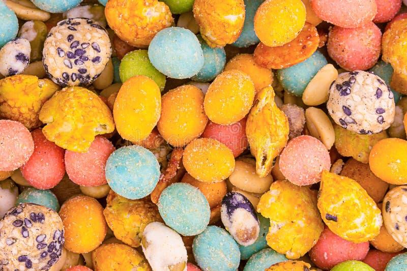 可口开胃可口背景许多在山葵和芝麻锋利的釉的另外色的快餐桃红色黄色  免版税库存照片