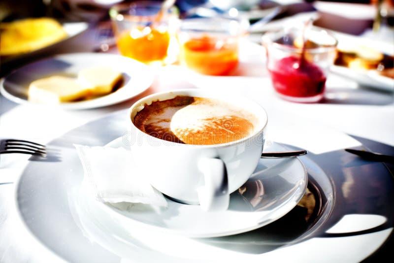 可口早餐在旅馆餐馆 库存照片