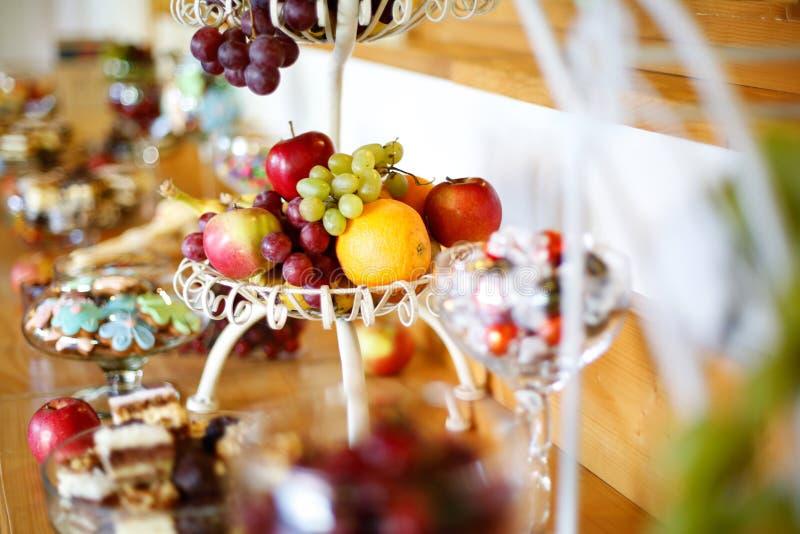 可口果子和甜自助餐 库存图片