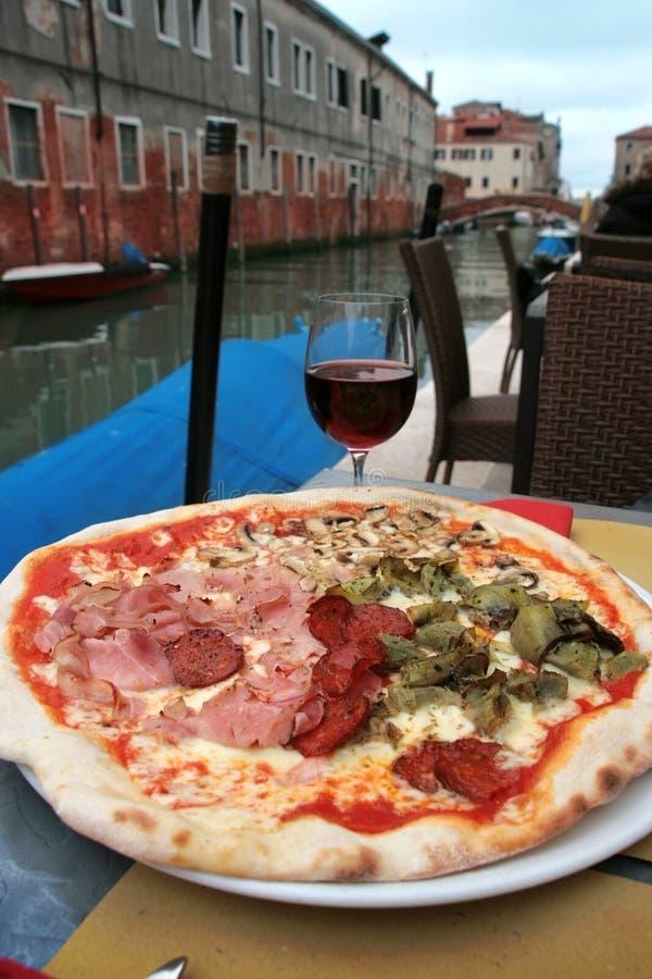 可口玻璃薄饼威尼斯酒 库存照片