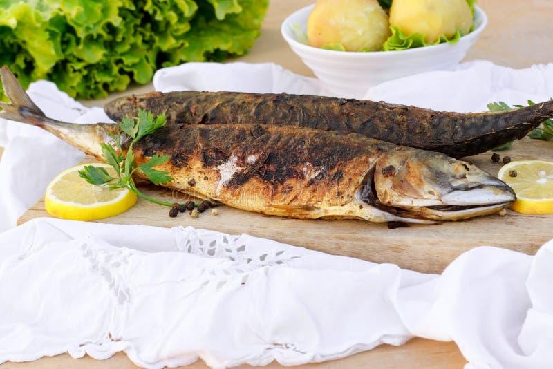 可口膳食-烤鲭鱼(长凳竹刀鱼) 免版税库存图片