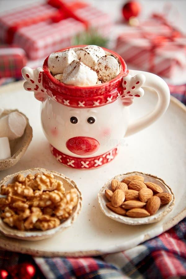 可口自创圣诞节巧克力热饮或可可粉与marshmellows 免版税库存照片