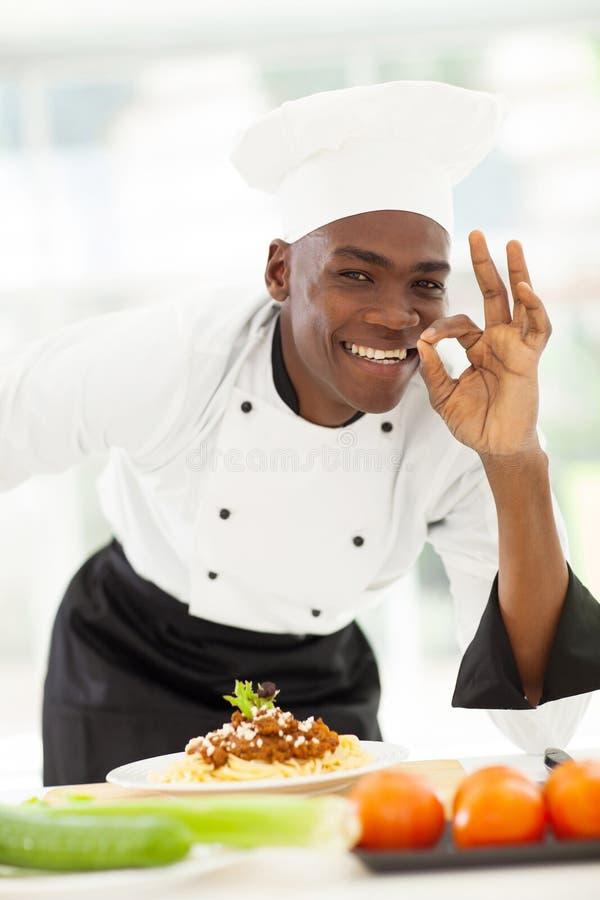 可口蓬松卷发的厨师 库存照片