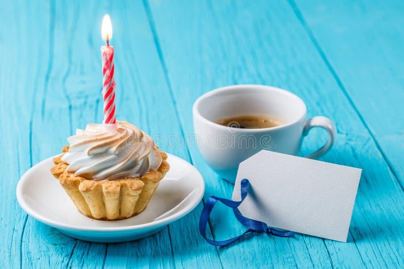可口蛋糕,芬芳咖啡,卡片 免版税库存图片
