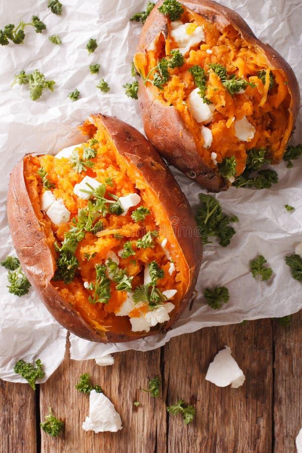 可口被烘烤的白薯充塞用希腊白软干酪和同水准 库存照片