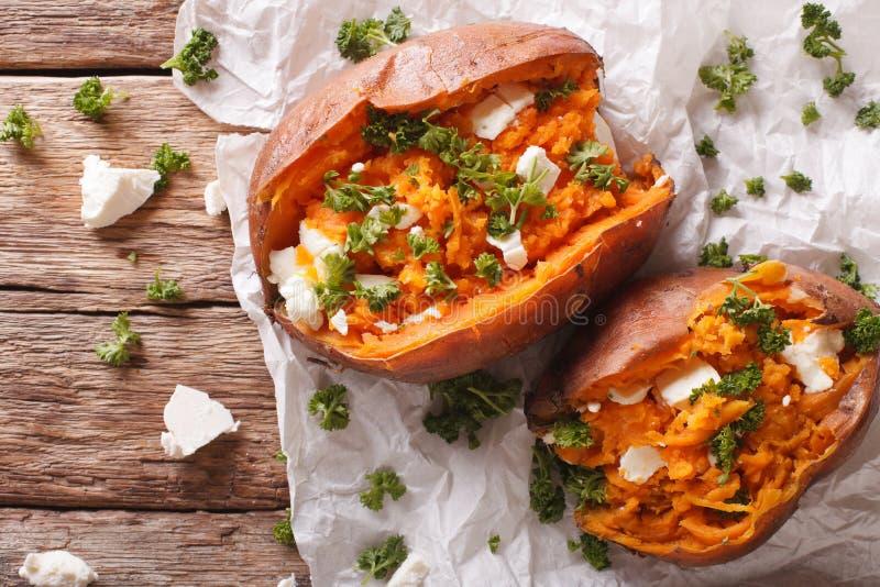 可口被烘烤的白薯充塞用希腊白软干酪和同水准 免版税库存照片