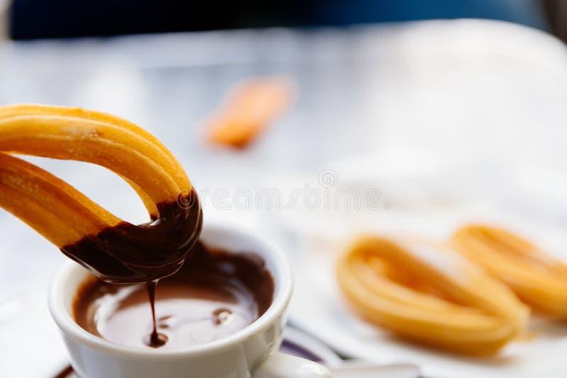 可口西班牙点心churros用巧克力汁 免版税库存图片