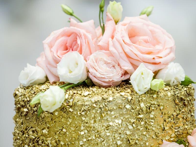 可口金婚或生日蛋糕 婚宴喜饼 免版税库存图片