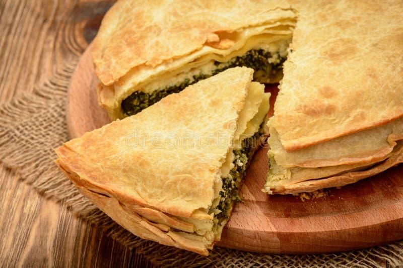 可口饼用菠菜和希腊白软干酪- spanakopita,传统希腊烹调 库存照片