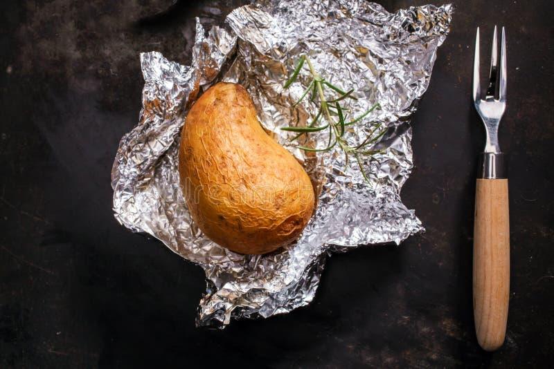 可口整个夹克被烘烤的土豆 库存图片