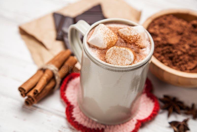 Download 可可粉饮料用蛋白软糖 库存图片. 图片 包括有 牛奶, 咖啡馆, 粉末, 背包, 节假日, 沼泽, 食物 - 62535355