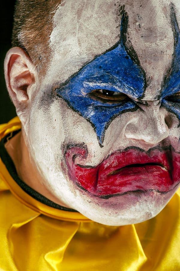 可怕的恼怒的小丑特写镜头 免版税图库摄影