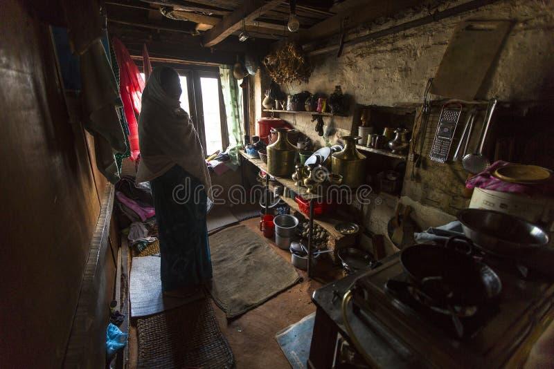 可怜的人在他的房子里 社会等级体系是原封今天,但是规则不是一样刚性的,象他们是从前 图库摄影