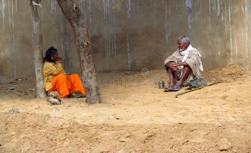 可怜的印地安人民乞求为在街道上的金钱 免版税库存照片