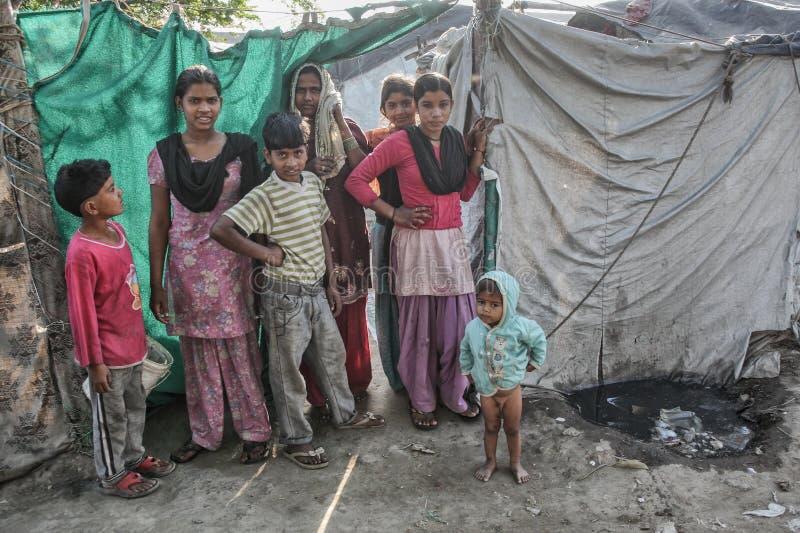 可怜的孩子在他们的家 免版税库存照片