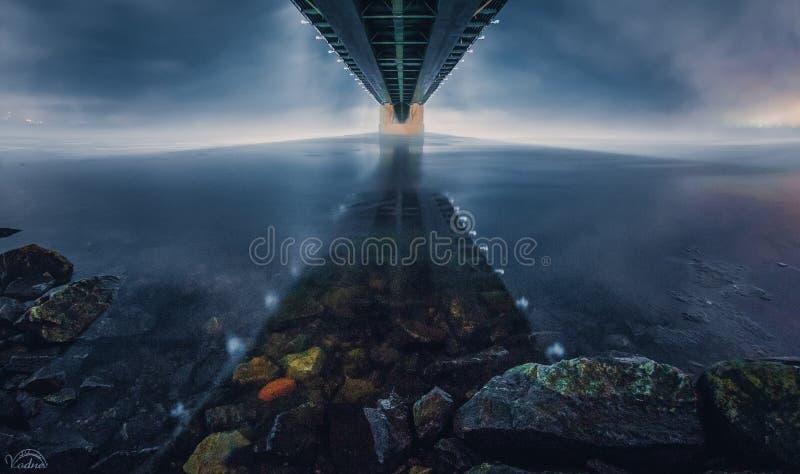 可拉树桥梁在晚上 图库摄影