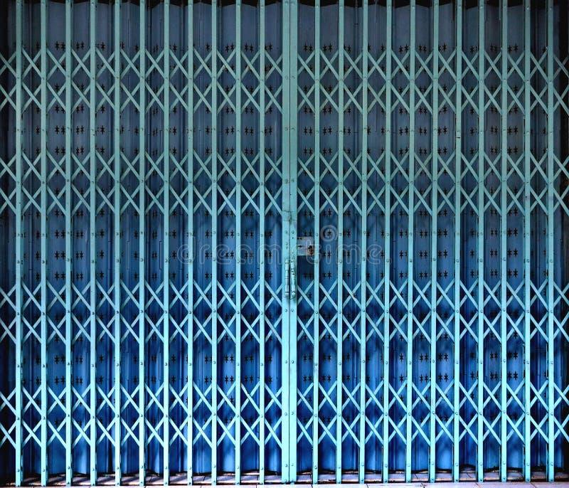 可撤回的可折叠蓝色门门 图库摄影
