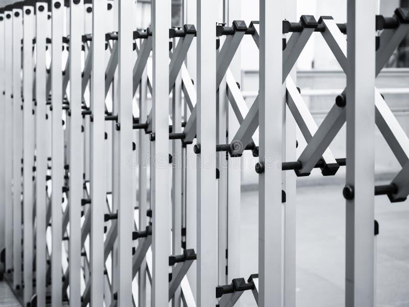 Download 可撤回的篱芭门现代样式 库存图片. 图片 包括有 对象, 安全性, 关闭, 安全, 力量, 快门, 金属 - 62535643