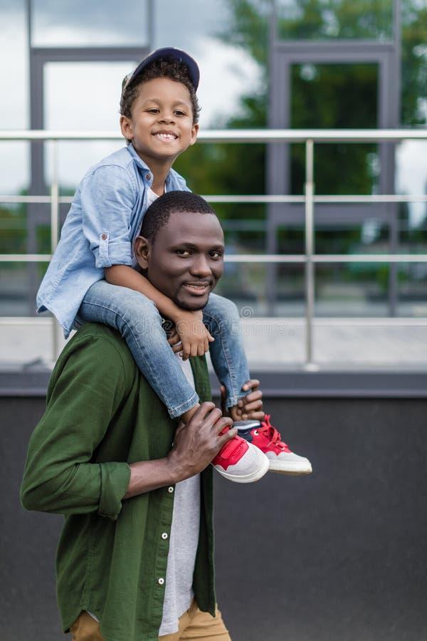 可爱快乐的非裔美国儿子 库存图片