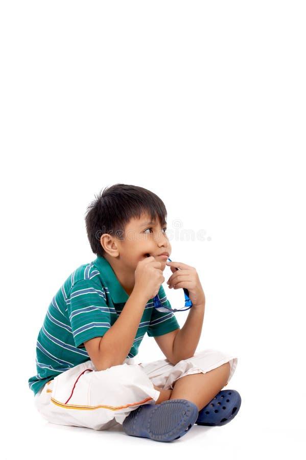 可爱男孩认为 库存图片