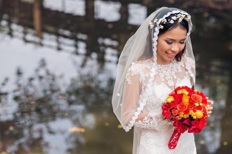 可爱的亚裔新娘 免版税库存照片
