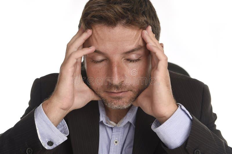可爱的商人遭受的工作压力和头疼holdin 库存照片
