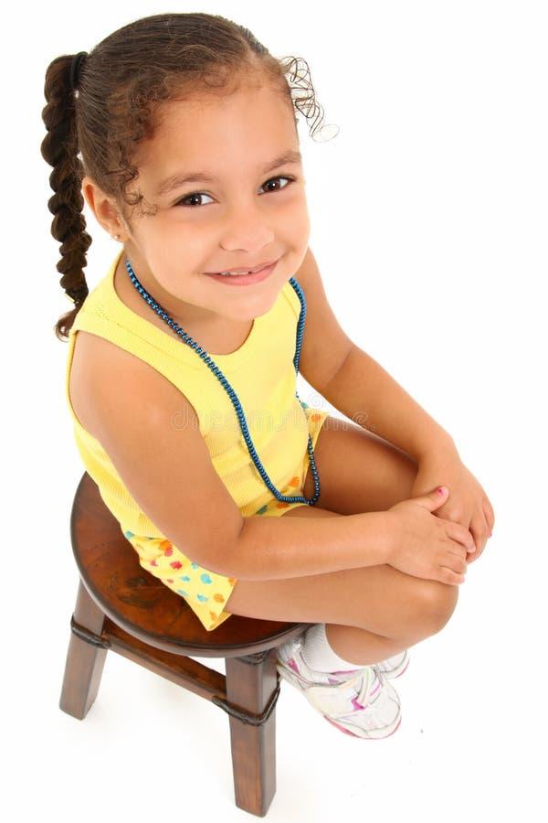 可爱的女孩凳子 免版税库存照片