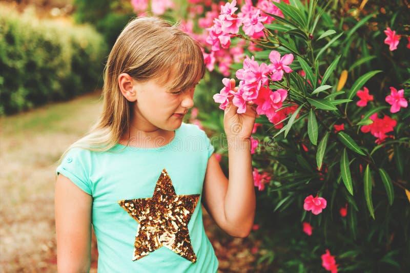 可爱的女孩少许纵向 免版税库存图片