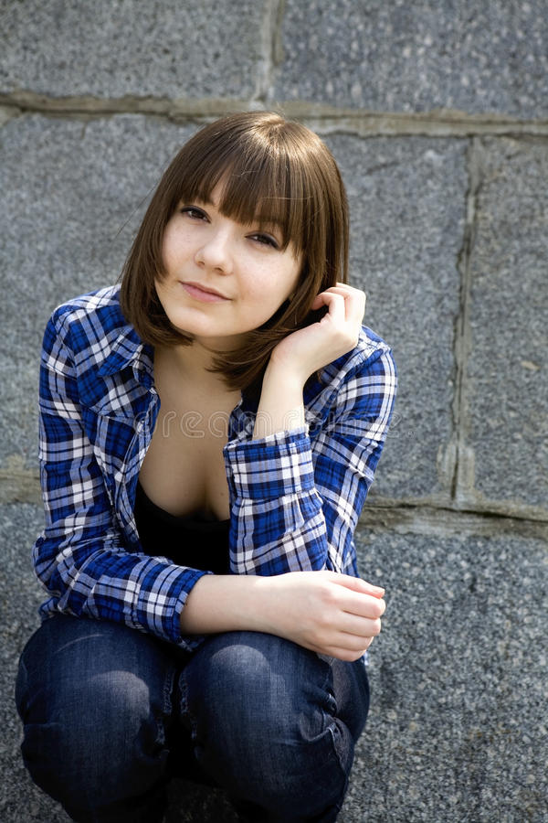 可爱的女孩青少年的年轻人 免版税库存图片