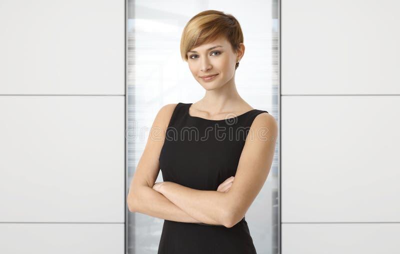 可爱的女实业家在办公室 图库摄影