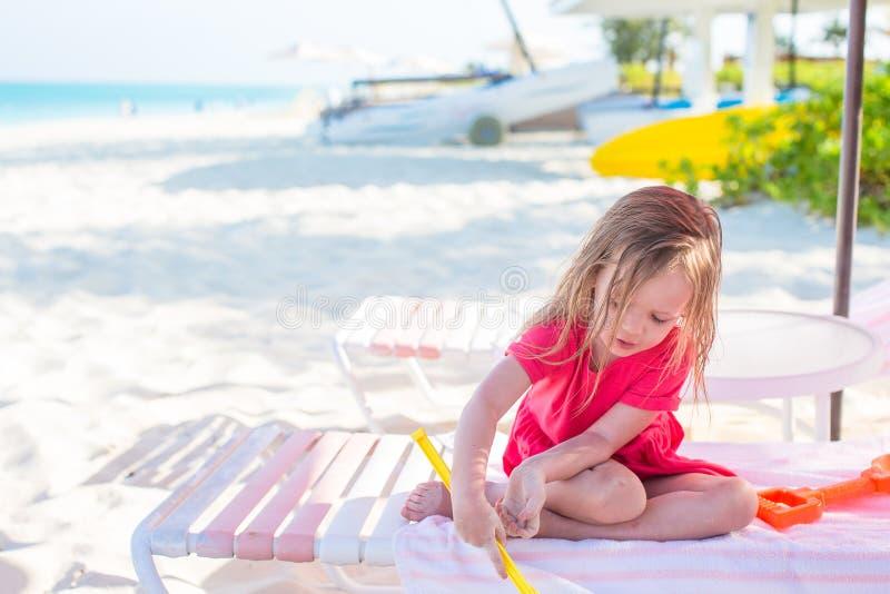 可爱的小女孩在加勒比假期时 库存照片