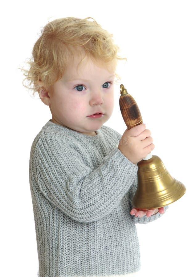 可爱的小女孩敲响响铃 库存照片