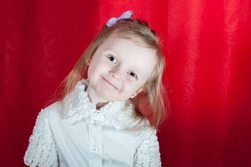 可爱的小女孩-特写镜头画象 免版税库存照片