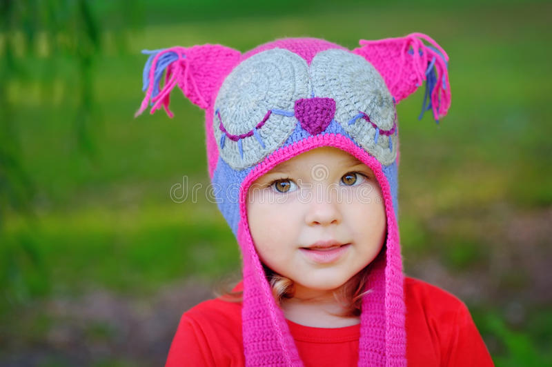 可爱的小孩女孩画象有卷曲金发的 库存照片