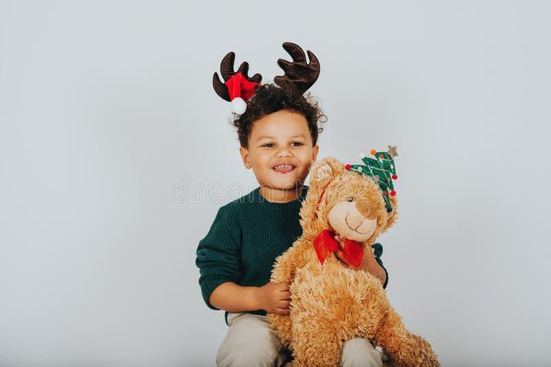 可爱的小孩男孩圣诞节画象  免版税库存图片